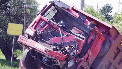 交通事故中车辆被违法扣押,交警队赔偿十万元